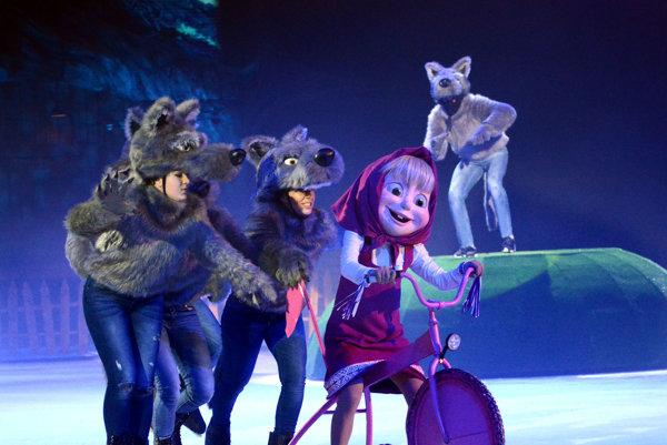 S vlkmi sa neradno zahrávať. Máša si však poradila aj s nimi.