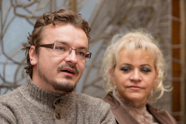 Dirigent Ján Procházka a sólistka Štátnej opery Katarína Procházková na včerajšej tlačovej besede.