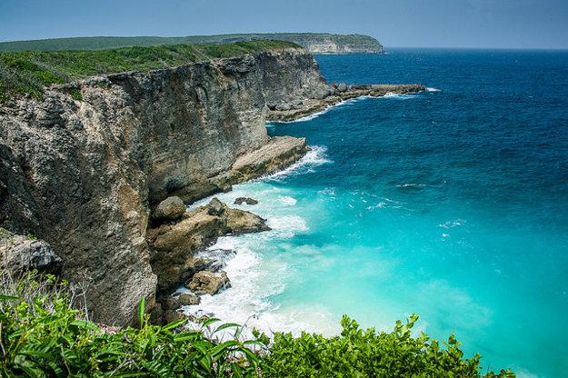 Severná časť pobrežia karibského Guadeloupe.