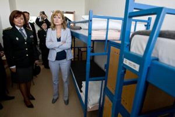 Šéfka väzníc Mária Kreslová (vľavo) a ministerka spravodlivosti Viera Petríková na archívnej fotografii.