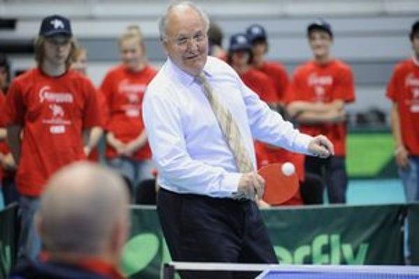 Dušan Čaplovič si zahral pingpongovú štvorhru s britským ministrom pre Európu Davidom Lidingtonom a dvomi paraolympionikmi.