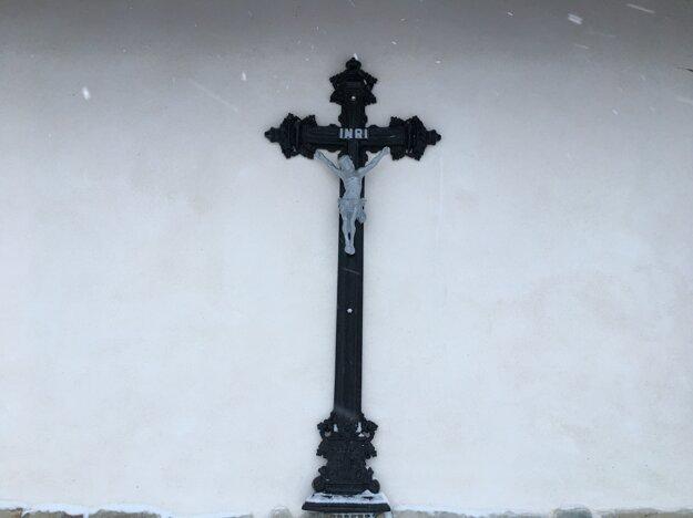 Nový kríž kaplnky na Semeteši.