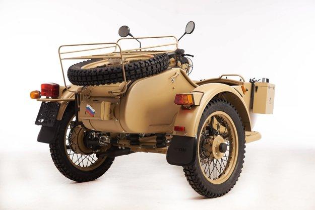 Na pohon motocykla slúži dvojvalec výkonu 29 kW. Motocykel Ural Pustinja (púšť) má na zadnom čele bočného vozíka skrinku prvej pomoci, v ktorej je aj fľaštička s vodkou.