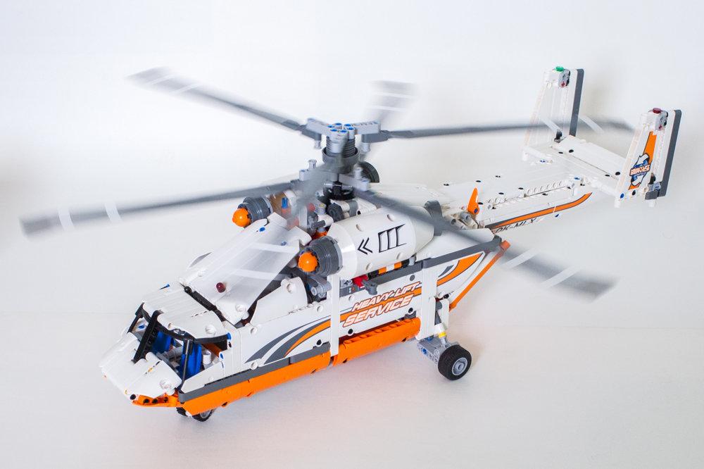 Helikoptéra na ťažké náklady. Ide o model Milana Reindla z roku 2016. Má koaxiálne rotory.