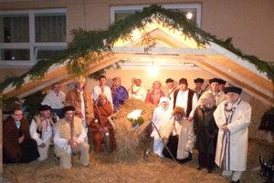 Program s viac ako 50 účinkujúcimi pripravili manželia Amália a Pavol Kužmovci.