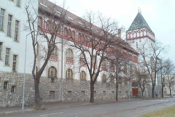 Secesná budova patrí medzi architektonicky najvýraznejšie stavby vmeste.