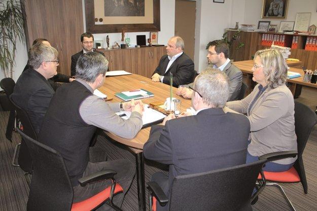 Stretnutie primátora Žiliny so zástupcami protikorupčného združenia.