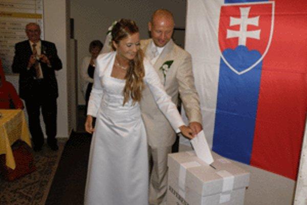 Barbora a Dalibor krátko po sobáši navštívili aj referendovú miestnosť.