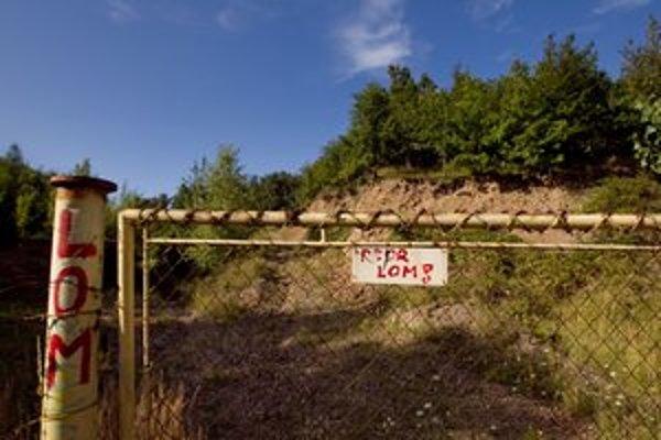 Spor je o lom nad Pezinkom, kam sa vyváža stavebný odpad.