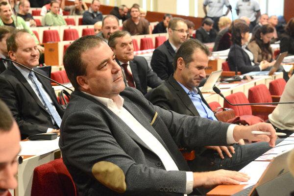 Gaj na zastupiteľstve. Poslanec astarosta podporil návrh zmien nariadenia, ktoré vyvolalo vposledných mesiacoch veľký odpor verejnosti.