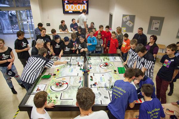 Najväčšia robotická súťaž First Lego League na Žilinskej univerzite.