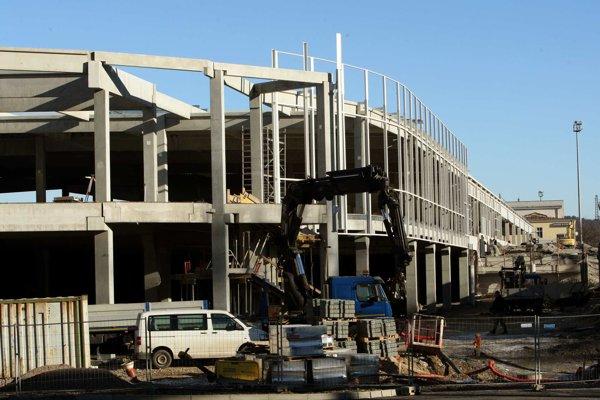 Práce na výstavbe autobusovej stanice pokračujú naplno aj v týchto dňoch.