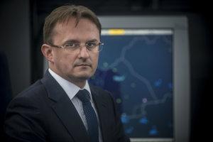 Riaditeľ Letových prevádzkových služieb Miroslav Bartoš bol odvolaný 16. decembra 2016.