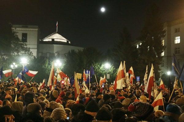 V Prahe demonštrovali pred ruskou ambasádou proti politike Kremľa