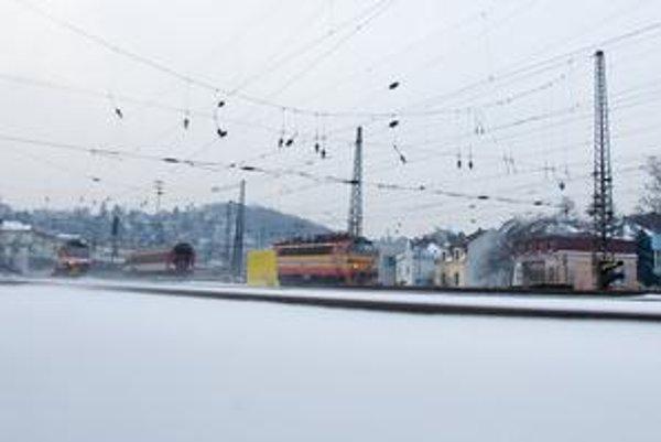 Vlaky sa zdržali aj v staniciach, ktorými mali pôvodne iba prejsť.