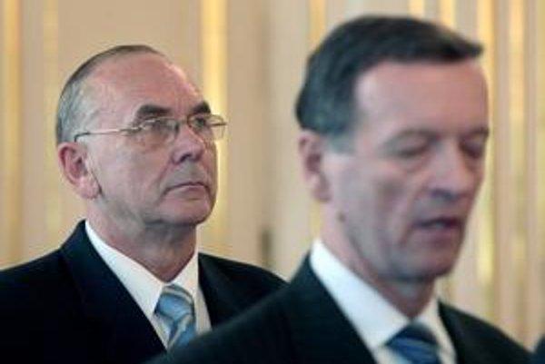 Súčasný riaditeľ SIS Karol Mitrík a jeho predchodca Jozef Magala.