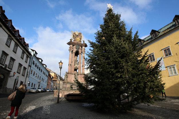 Vianočný stromček na Námestí sv. Trojice.