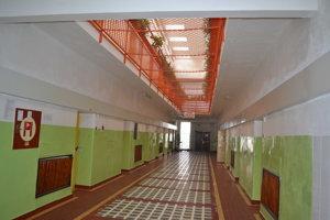 Prešovská väznica. Tu žijú desiatky ľudí.