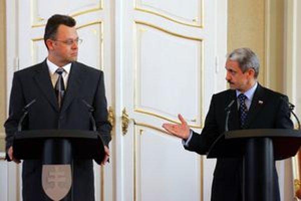 Podľa Galka došlo k manipulácii tendra počas šéfovania Juraja Líšku (vľavo).