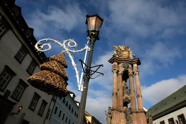 Vianočná výzdoba v centre Banskej Štiavnice.