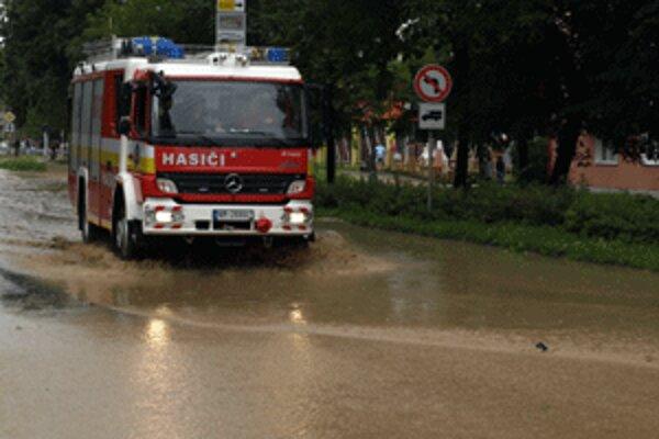 Hasiči aj dnes pomáhajú ľuďom, hlavne pri odčerpávaní vody.