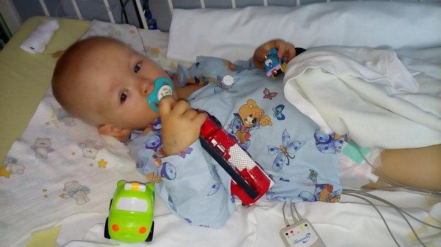 Lukáško sa narodil s ojedinelým ochorením.