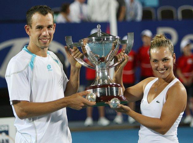 Dominik Hrbatý s Dominikou Cibulkovou vyhrali Hopman Cup v roku 2009.