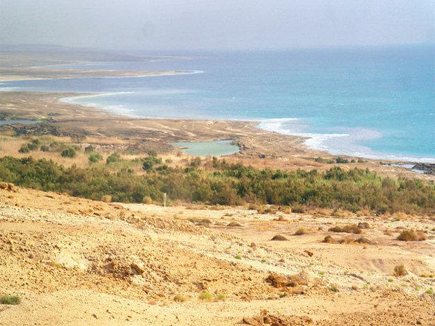 Jednou z top dovolenkových destinácií v Izraeli je Mŕtve more.