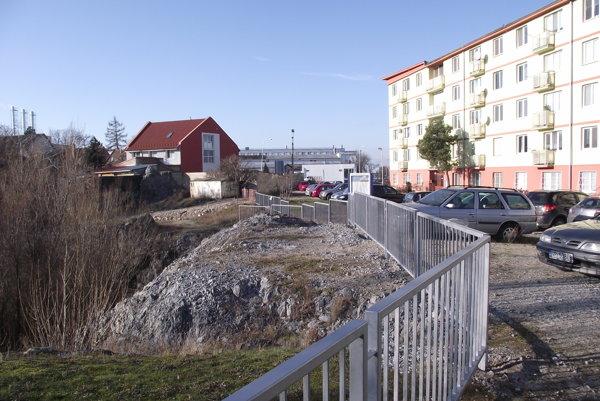 Plot v dolnej časti bane osadili v decembri.
