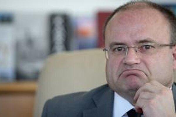 Minister Jozef Mihál oznámil za krátky čas druhý prípad korupcie na svojom ministerstve.