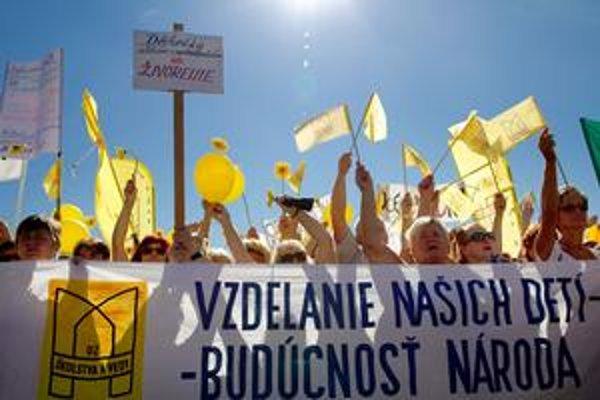 Učitelia protestovali v Bratislave pár dní po začiatku školského roka.