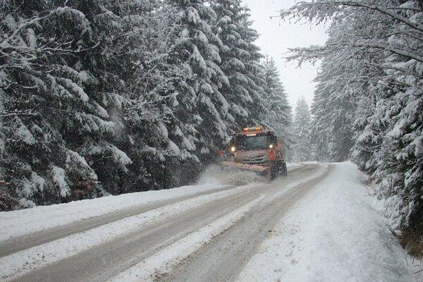 Vo vyšších polohách je počasie odlišné ako v mestách, zatiaľ čo v centre môže pršať, na horách husto sneží.
