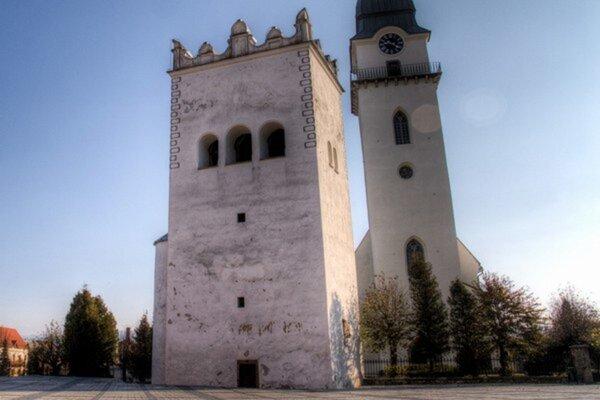 Zvonica. Práce na jej obnove sa rozbehli.