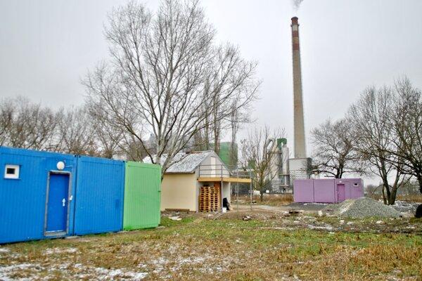 Pomôžu aj kontajnery. V tomto roku získala nezisková organizácia Oáza – nádej pre nový život v Bernátovciach od mesta Košice za symbolickú sumu kontajnerové domy. Majú pomôcť rodinám, ktoré sa ocitli bez strechy nad hlavou.