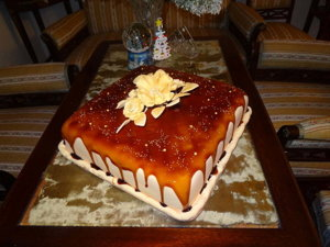 Imeri Rami doniesol obrovskú tortu.
