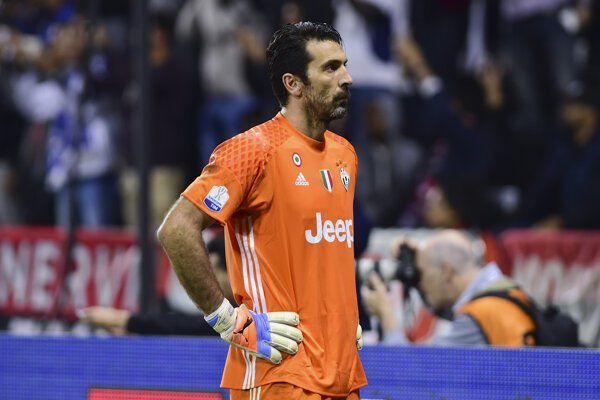 Na brankársky post v jedenástke roka fanúšikovia vybrali Gianluigiho Buffona z Juventusu Turín.