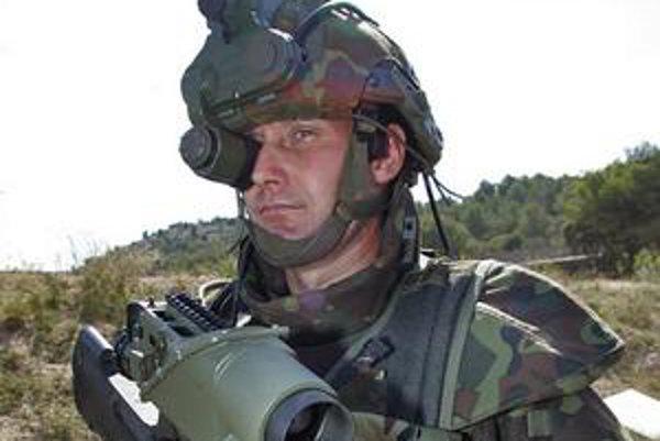 Takto vyzerá francúzsky supervojak. Fotku toho slovenského nemajú ani na ministerstve obrany, ktoré za neho dalo milióny eur.
