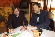 Réžiu predstavenia a výber hudby má na starosti Michal Spišák (vpravo), dramaturgom je Adam Gold.
