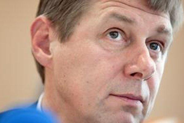 Generálny riaditeľ Daňového riaditeľstva Miroslav Mikulčík nevidí dôvod na svoj odchod z funkcie.
