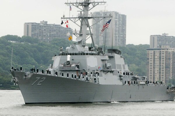 Torpédoborec amerického námorníctva USS Mahan.