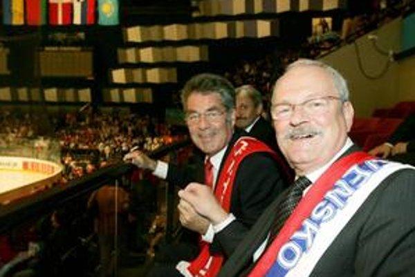 Ivan Gašparovič vo Viedni na majstrovstvách v roku 2005 sedel s rakúskym prezidentom Heinzom Fischerom.
