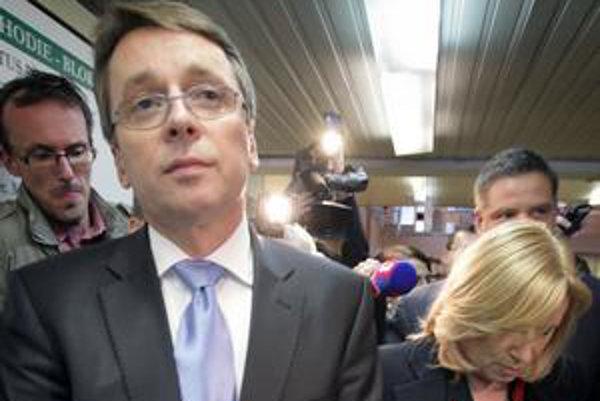 Ivan Mikloš sa po spore s premiérkou ocitol aj v otvorenom spore s blízkou spolupracovníčkou.