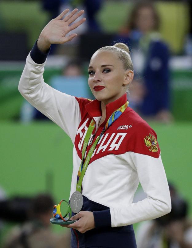 V histórii modernej gymnastiky ju porovnávajú s jej krajankami a hviezdami tohto športu z minulosti Alinou Kabajevovou a Jevgenijou Kanajevovou.