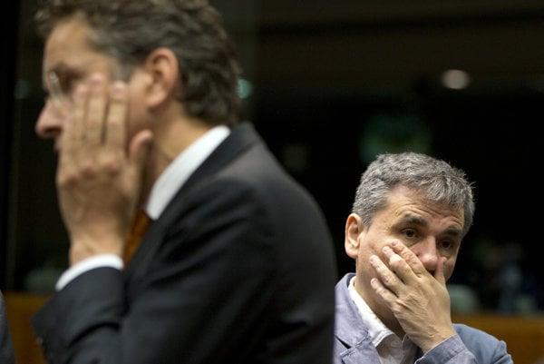 Grécky minister finanacií Euklid Tsakalotos (vpravo) a šéf Euroskupiny Jeroen Dijsselbloem.