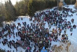 Silvestrovský výstup na Homôlku 2016. Vyšli na ňu stovky turistov ineturistov.