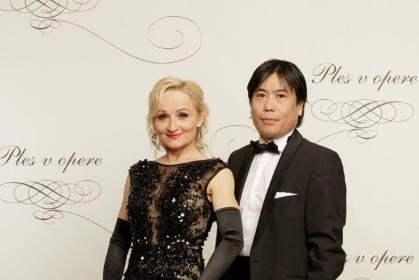 Stihla aj Ples v opere. Po vianočnej maródke sa dala rýchlo dokopy a s manželom Masahikom si minulú sobotu zaplesali.