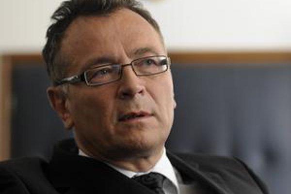 Zastupujúci generálny prokurátor Ladislav Tichý nemôže podľa predsedu parlamentu napadnúť zákon.