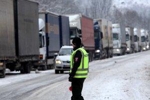 Smerom na Šturec neskôr púšťali kamióny aspoň po častiach.