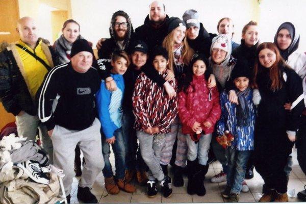 Deti z Detského domova v Martine a tím ľudí, ktorí sa im postarali o pekné prázdniny.