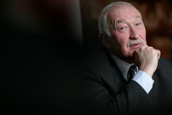František Šebej (63) je psychológ, novinár, ktorý sa venuje témam spolunažívania Západu a islamu, a zakladateľ karate na Slovensku. Do parlamentu sa dostal ako kandidát Mosta–Híd z OKS. Voliči ho prekrúžkovali z 33. na siedme miesto.